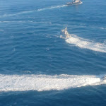 Cận cảnh tàu Ukraine cố áp sát Crimea bất chấp Nga xua đuổi - Người Lao Động